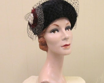 Vintage 1950s Hat / 50s Jack McConnell Feather Couture Pillbox Toque