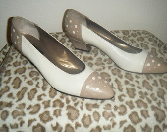 Vintage Two Tone Beige and Taupe Polka Dot Kitten Heels by Vaneli size 8 1/2