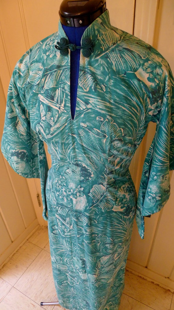 QUEEN KAMEHAMEHA 1940s Photo Print Pake Mu'u Hawaiian Dress in Tropical Teal-S