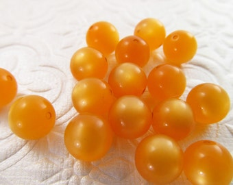 60 Vintage Lucite 9mm Apricot Moonglow Beads Bd276