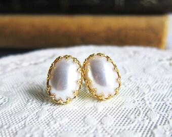 Bridesmaids Earrings Pearl Earring Studs White Wedding Earrings Romantic Vintage Style Chic Elegant Classy Timeless Great Gatsby