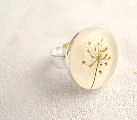Pressed Flower Resin Ring - Queen Anne Lace - Handmade resin jewelry