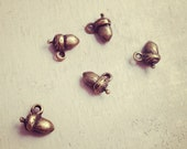 Acorn Charms, Antique Bronze, Small Woodland, Vintage Jewelry Supplies  (B037)