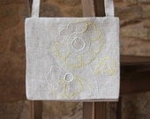 Linen shoulder bag with cotton embroidery