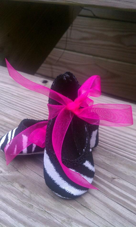 Baby girl size medium black and white zebra print cotton crib shoes