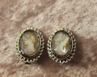 Vintage Silver Tone Bezel Lady Cameo Earrings Clip-ons