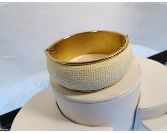 Vintage White Wicker HInged Cuff Bracelet   1037a-082012000