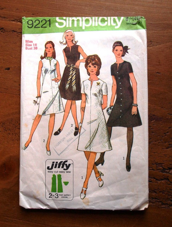70's dress pattern. Vintage sewing pattern for 2 A line dresses. Simplicity 9221 Jiffy pattern.