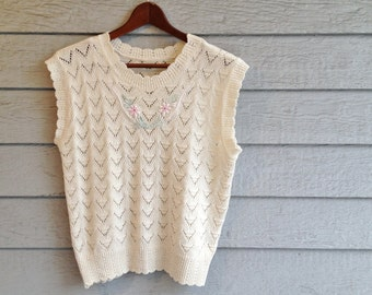 vintage 1980s ivory pointelle knit top with dainty floral applique. retro clothing.