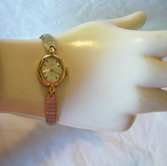 Vintage Lady's Timex Working Watch  Great Britain  409