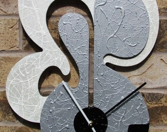 Unique Wall Clock Iridescent White Silver High Sheen Black 4 metal hangers