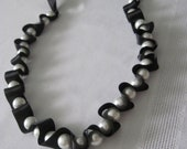 Ribbon and Pearls Necklace - Black and White