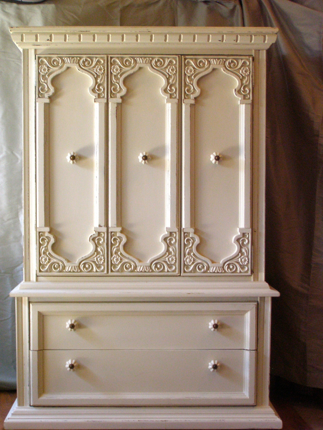 Annie sloan off white chalk paint armoire by tweakandstyle for Chalk paint comparable to annie sloan