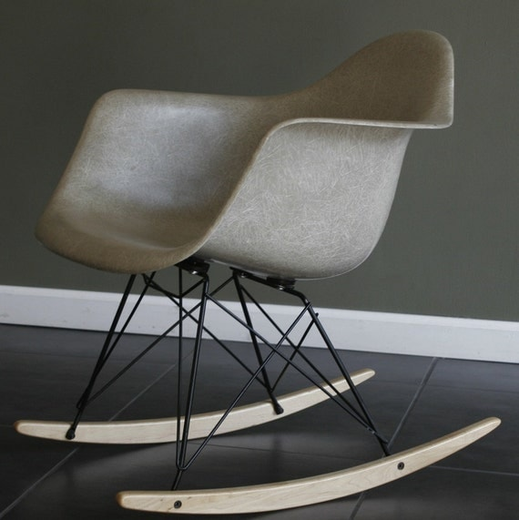eames herman miller fiberglass shell rocking chair grey dark. Black Bedroom Furniture Sets. Home Design Ideas