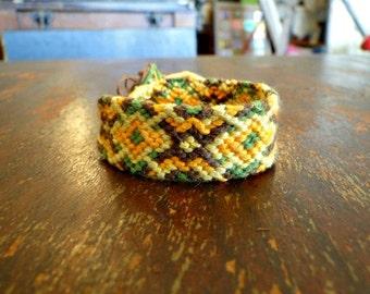 Woodland // zigzag hexagon diamond friendship bracelet