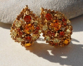 1940s vintage jewelry Teardrop shaped earrings in topaz rhinestone and clear rhinestones encrusted