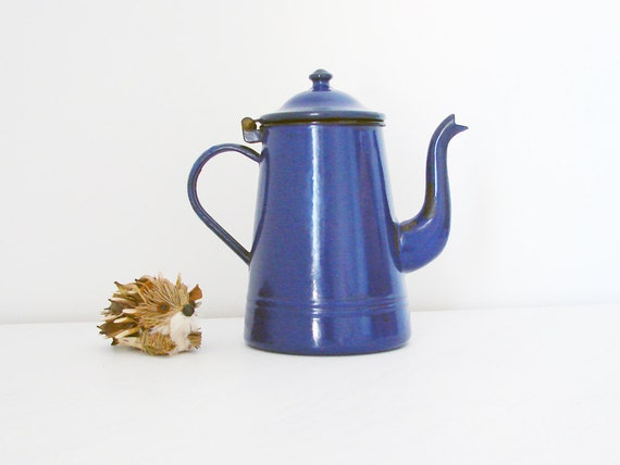 Vintage enamel blue coffee or tea pot. Due Leoni Bassano.