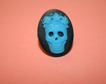 Medium Teal Flower Crown Skull Cameo Ring
