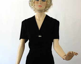 Vintage 40s Dinner Dress Le' Vine Original Black Velvet w Wrap Bodice Dress Bust 40
