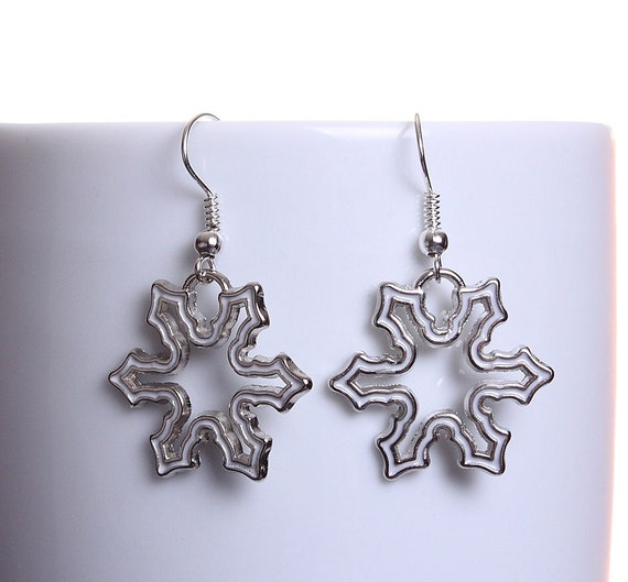 White enamel snowflake silver tone dangle drop earrings (606) - Flat rate shipping