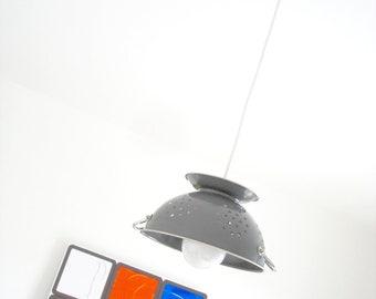 """Lampe passoire design et tendance """"PASSOU'ART"""" grise"""