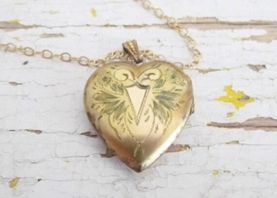 SALE Was 88- Vintage Locket / Vintage Heart Locket c.1930s