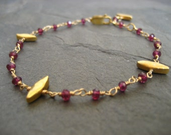 Delicato rhodolite bracelet - goldfilled and vermeil