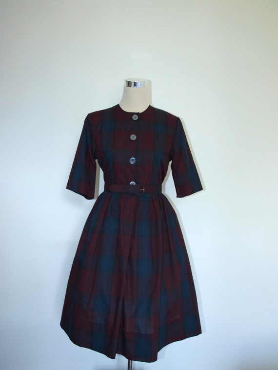 Burgundy plaid 1950s dress. VINTAGE. Full skirt dress. UK 12 / US 10