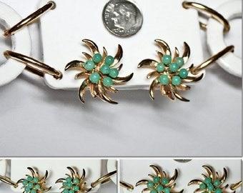 VINTAGE Green Glass Bead Gold Tone Clip Earrings Nice Quaility MID CENTURY Nice Quality