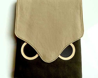 iPad Case/Sleeve - Hoot The Owl (Beige Olive)