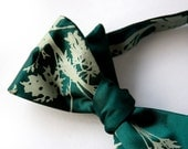 Absinthe bow tie, self-tie. Emerald green tie. Silkscreened artemesia leaves. Sage print. Adjustable. - Cyberoptix