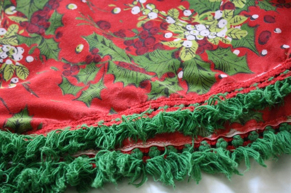Retro Christmas Tablecloth-Red and Green Floral-Oblong-Fringed