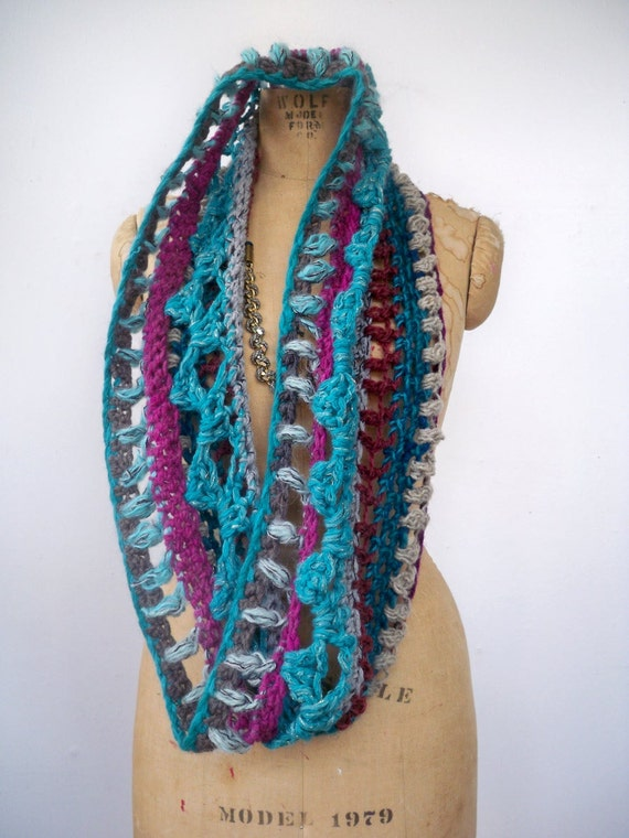 Cowl scarf in Turquoise and fuchsia random stripe crochet  - chunky infinity circle