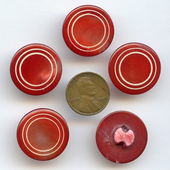 Shell Buttons RED Carved Set of 5 Mother of Pearl  Large 1940s Vintage  Buttons  7/8 inch size 8156 qz