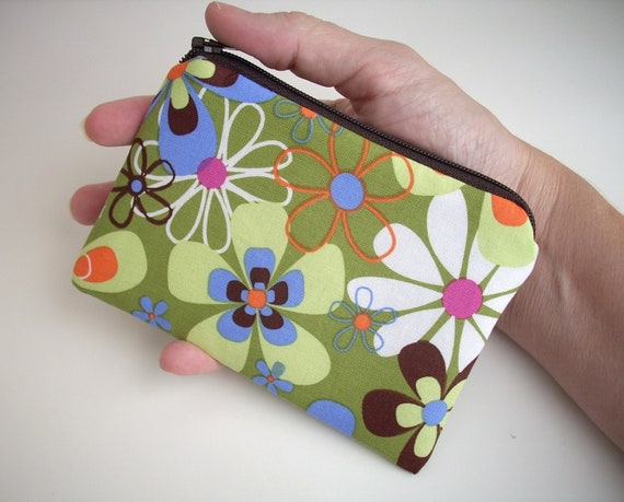 Green Zipper Pouch Little Padded Gadget case Coin Purse Retro Far out in Olive