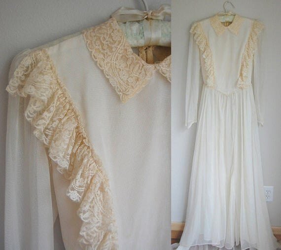 Handmade Wedding Dress with train / Ivory / Buttoned Back / Lace Ruffle Bodice / as found xs s