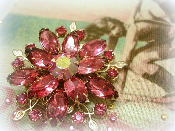 vintage pink rhineStone brooch . girly girl pink layered rhinestones . unMarked beau jewels style