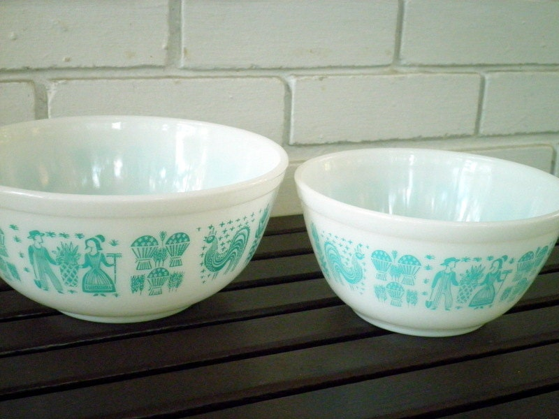 Vintage Pyrex Amish Butterprint Milk Glass Mixing Bowls In
