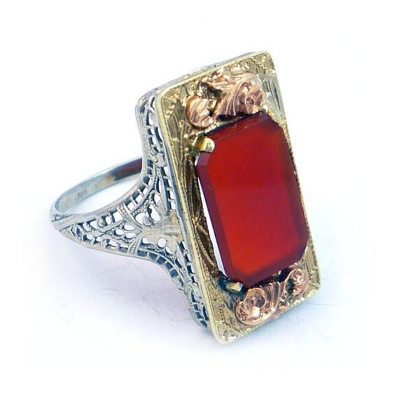 14K Antique Art Deco Carnelian Three Tone Gold Filigree Ring