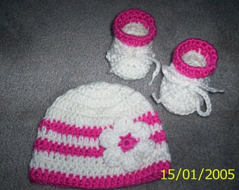 Baby Girl Crochet Hat and Booties set White Pink with Flower  newborn beanie 0 - 3 months