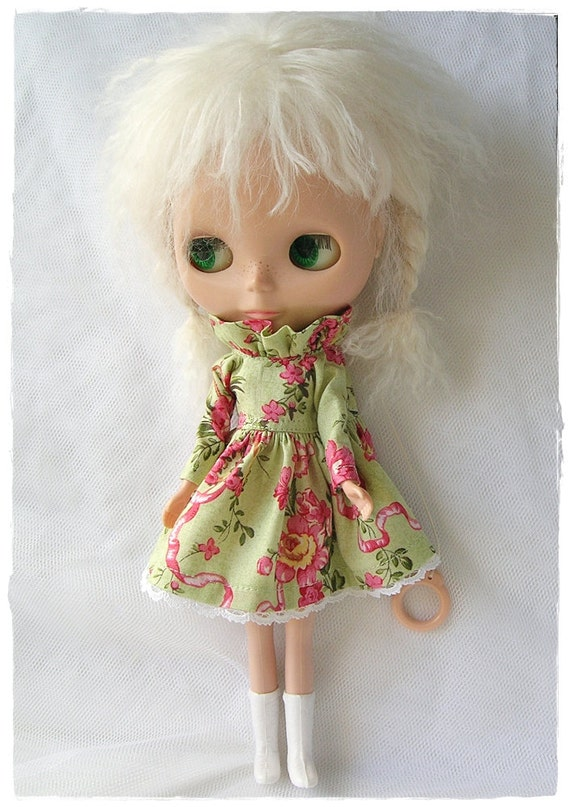 Green and Roses, Ruffle Neck, Long Sleeve Dress for Blythe