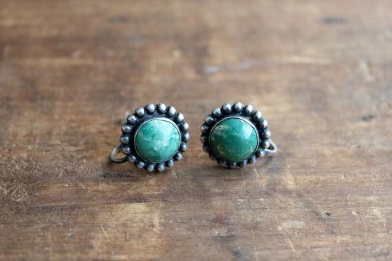 1940s earrings / green stone earrings / marbled earrings