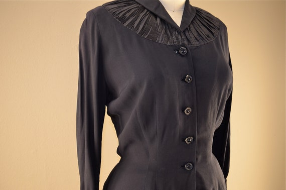 RESERVED 1940s navy blue blouse / Vintage fitted blazer / 40s rayon top