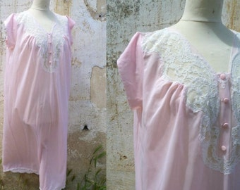 Vintage 1950 /1960 soft pink slipnightgown polyester with withe lace pin up lingerie