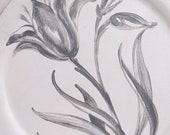 Greige Tulip Plate