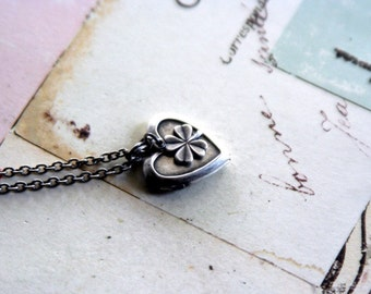 4 leaf clover. locket necklace. silver ox