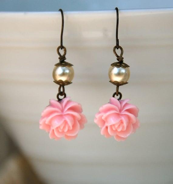 Romantic pink rose earrings. Tiedupmemories
