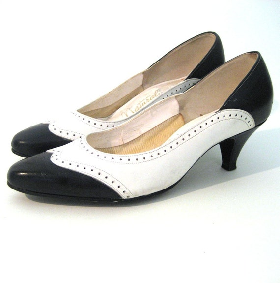 vintage Navy and White Spectator Pumps / Classic Heels  /  Size: 7 or 37.5