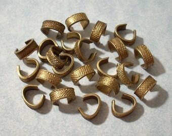 12 Vintage Bracelet Connectors, Diamond Pattern, Etched Brass Connectors