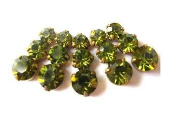 5 Swarovski vintage jewelry findings 3 rhinestone crystals in brass setting, green